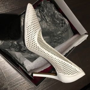 NEW!! Vince Camuto White Pumps Size 9
